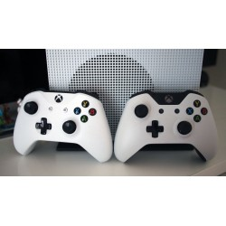 Xbox One S 500Gb + Геймпад Xbox One S